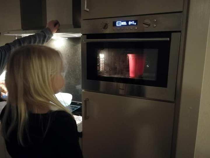 Gezonde popcorn maken met een siliconen popcorn maker beker van Gusta