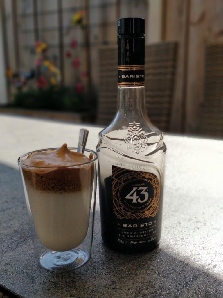 Dalgona coffee met koffie likeur