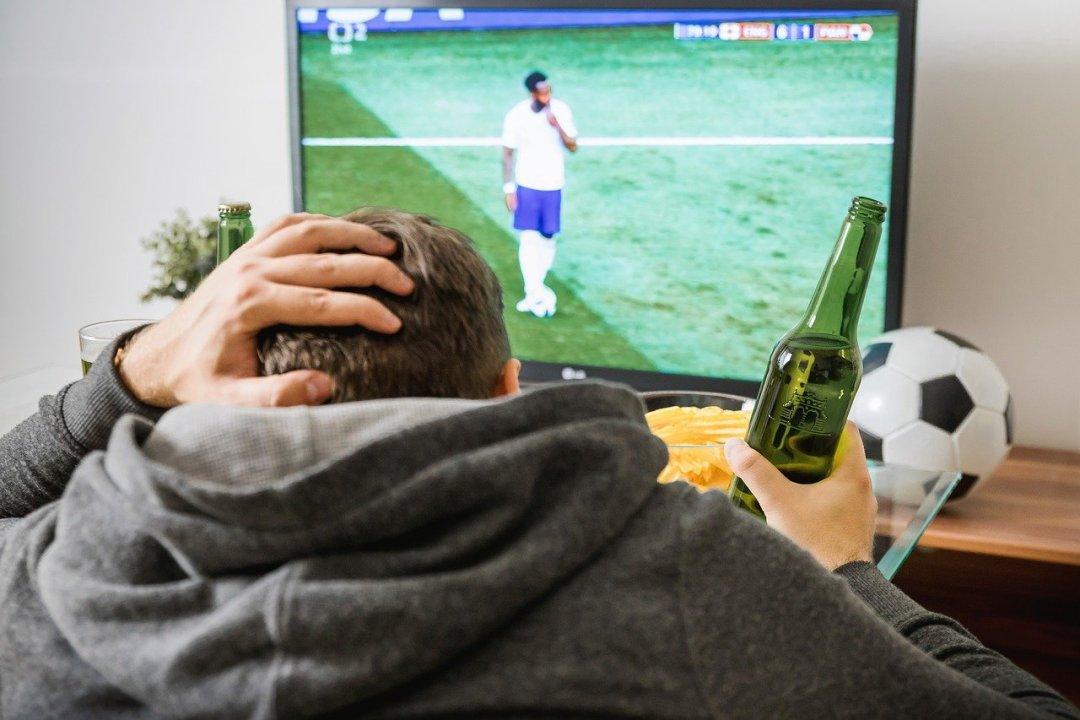Voetbal kijken met vrienden tips en ideeën