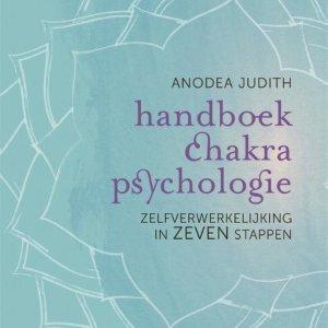 Handboek chakrapsychologie - zelfverwerkelijking in zeven stappen