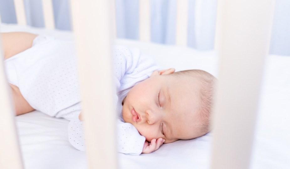 Baby wil niet slapen: tips om je baby (zelf) in slaap te leren vallen