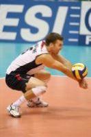 la forma de jugar al voleibol servir recibir habilidades