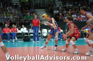 Cómo jugar a voleibol - Fila delantera y trasera jugadores de la primera