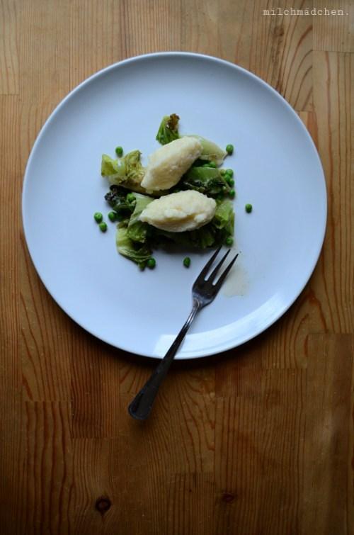 Grießnocken mit Kochsalat | milchmädchen.