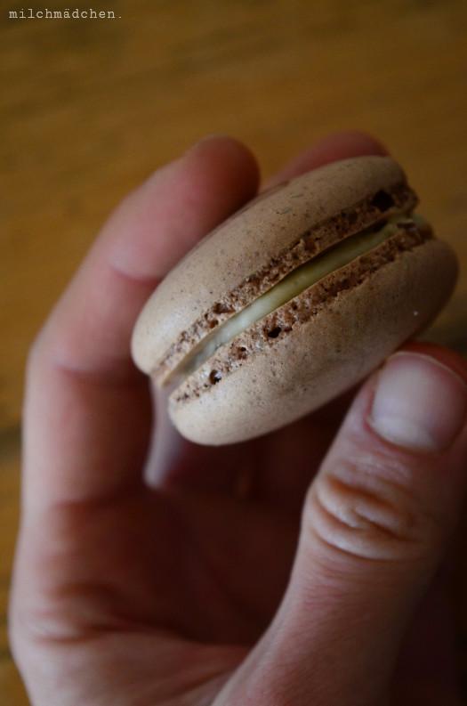 Schokoladenmacarons mit Vanillebuttercreme | milchmädchen.