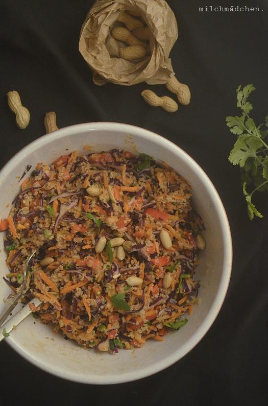 Quinoa-Salat mit Erdnuss-Ingwer-Dressing | milchmädchen.