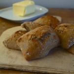 Mischbrötchen mit Kartoffeln und Sauerteig über Nacht | milchmädchen.