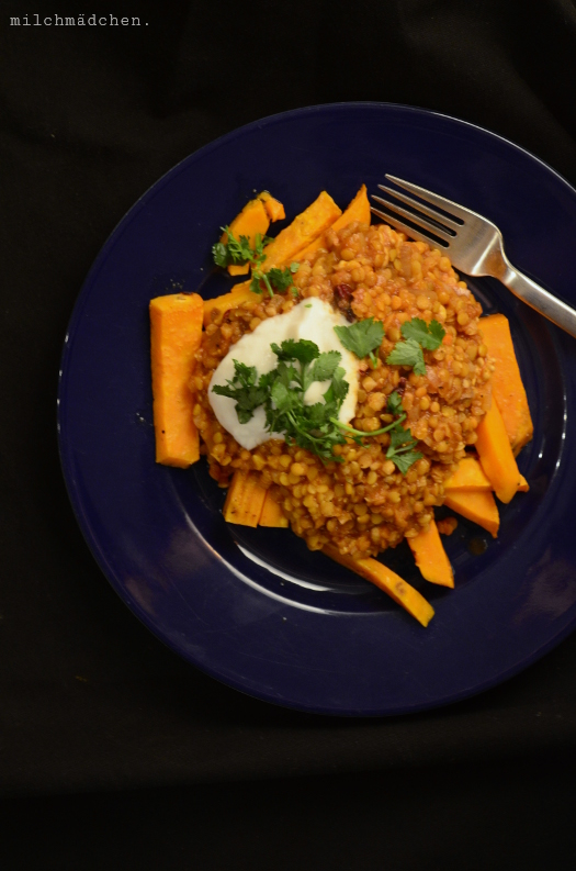 Smoky Lentils stuffed sweet potatos | milchmädchen.
