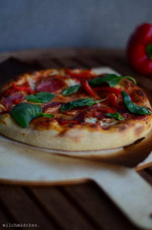 Bleibt alles anders: Ein neuer Lieblingspizzateig (mit Sauerteig!) sowie bescheidene Tipps für die Einbauküchenpizzeria