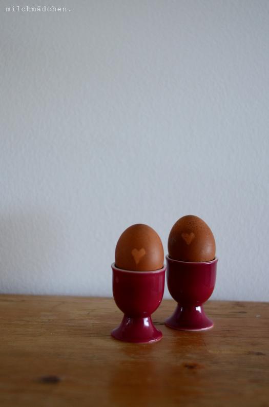 Ostereier, mit Kaffeesatz gefärbt   milchmädchen.