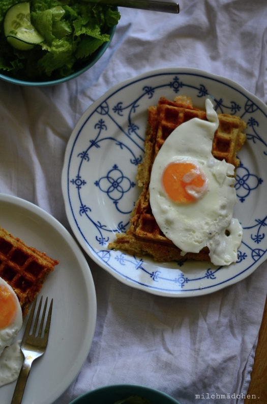 Yet another Alltagsessen: Cheese & Onion Sourdough Waffles
