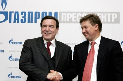 Former German Chancellor Gerhard Schroeder and Gazprom CEO Alexei Miller at a press conference