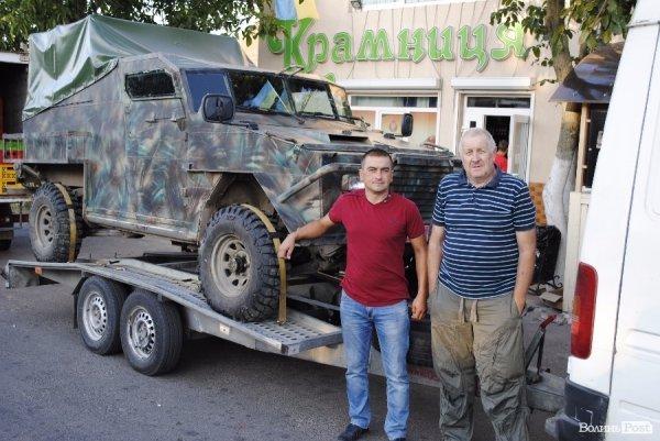 Роман Мигдаль, який допомагав ремонтувати авто, та Сергій Добродомов