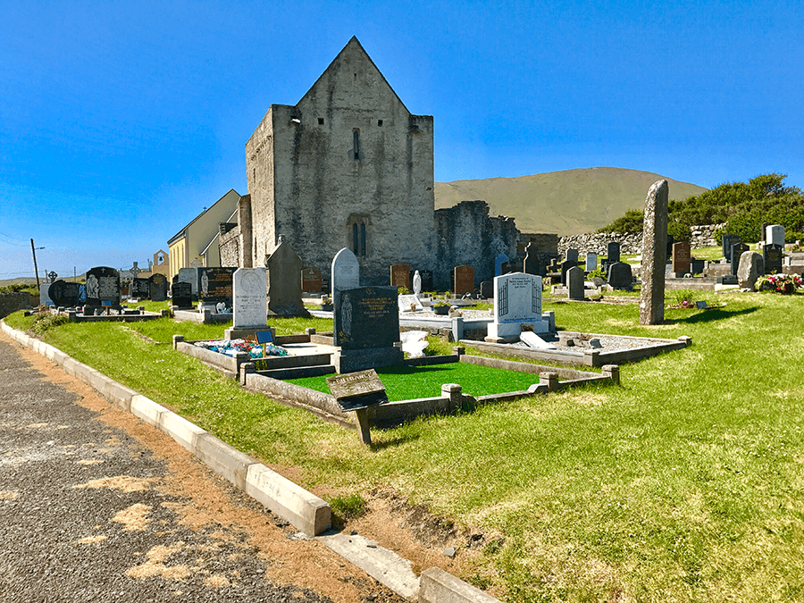 VONsociety: Verabredung mit Single Malt, Isle of Clare, Friedhof