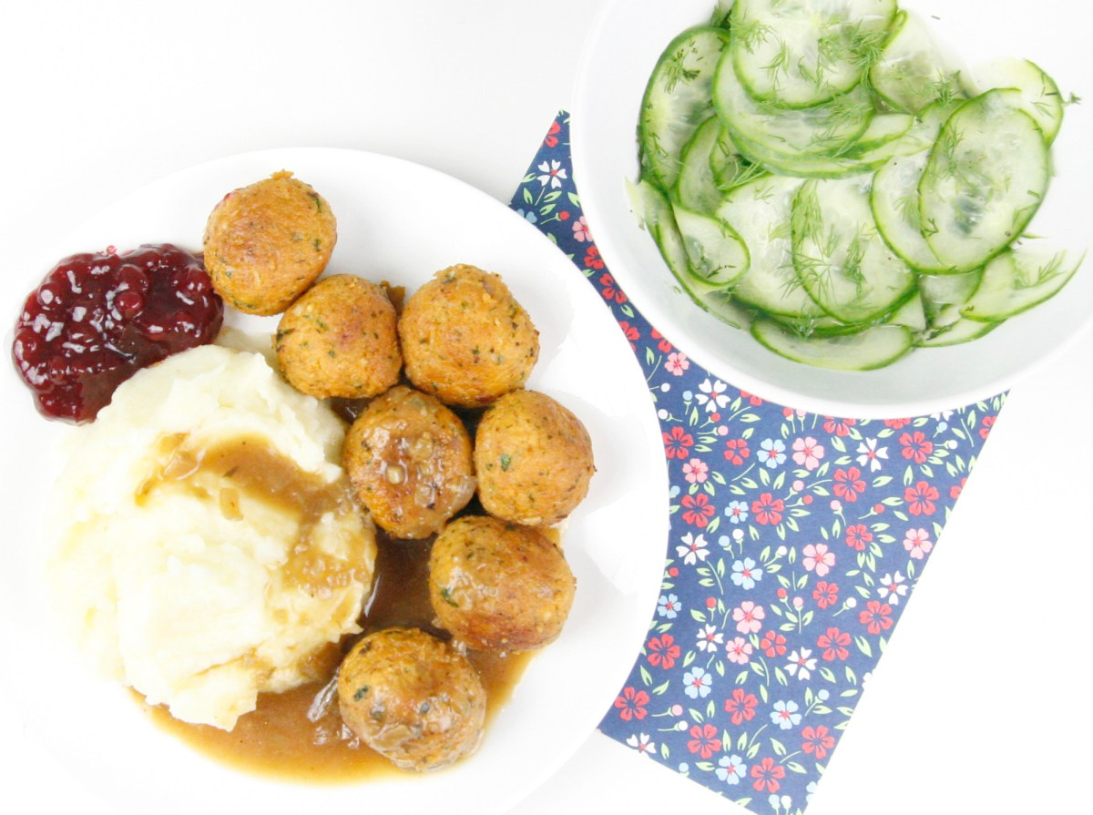 Vegan Köttbullar with Cauliflower-Potato Mash