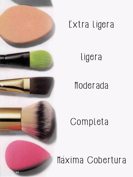 como aplicar base de maquillaje brochas