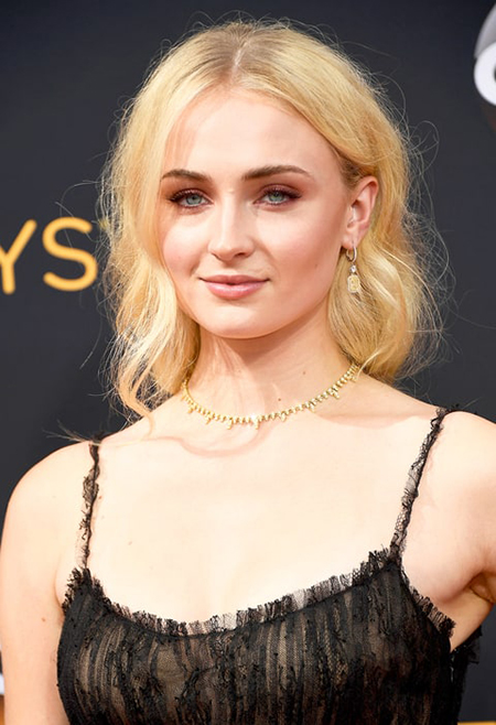 607576926_sophie-turner-zoom-990943cd-511a-4a54-8f78-ad9049d2aa30
