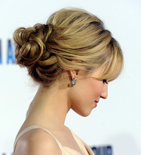 nudos un peinado precioso recomendado para melenas medias y largas con diferentes nudos y formas de sujetar el cabello queda ste peinado de lado