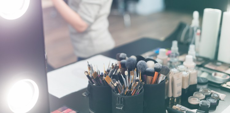 kit básico de maquillista profesional