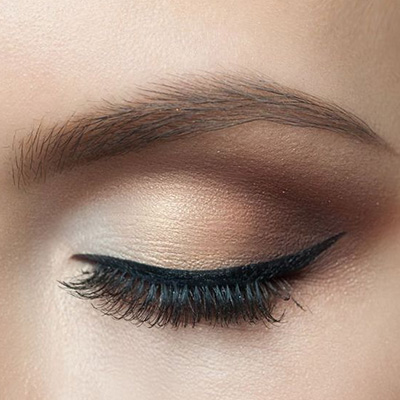 sombras de ojos cafés para un maquillaje natural