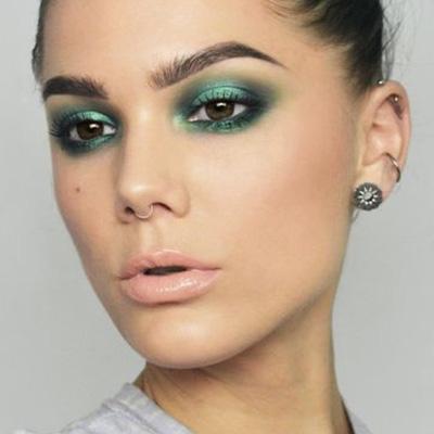 maquillaje de ojos en tonos verdes para la fiesta mexicana