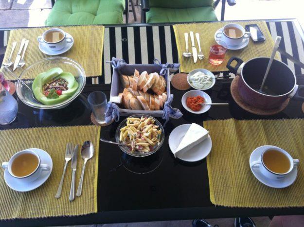Gezellig tafelen reepjessalade