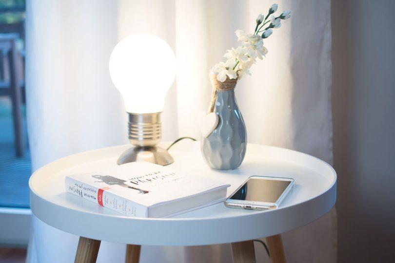 Beistelltisch Wohnzimmer Tischlampe Dekoration