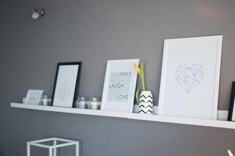 Wohnzimmer Bilderleiste Dekoration grau
