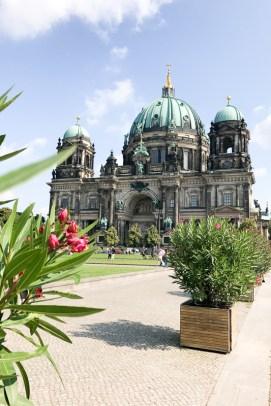berlin sightseeing deutschlandtour mit rotkaeppchen fruchtsecco