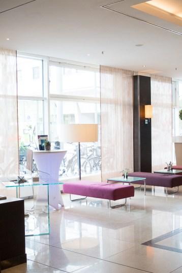 hotel pullmann dresden lobby