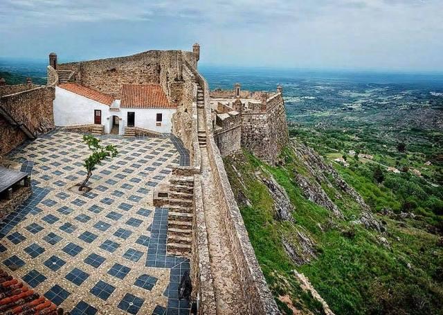 Marv U00e3o Considerado O Rei Dos Castelos De Montanha