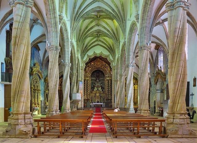 Iglesia_de_Santa_María_Magdalena_(Olivenza)._Interior (1)