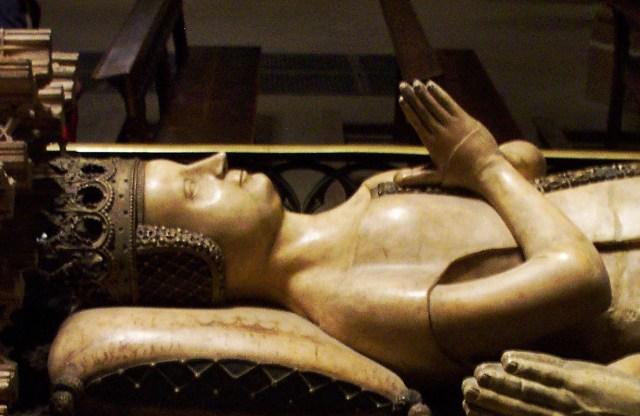 Túmulo de D. Leonor, filha de Henrique II de Castela