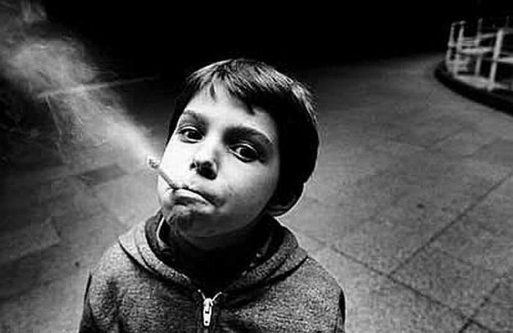 Crianças a fumar