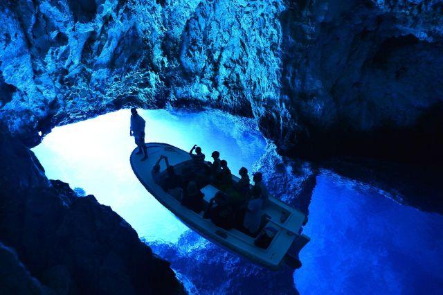 Caverna Azul de Bisevo
