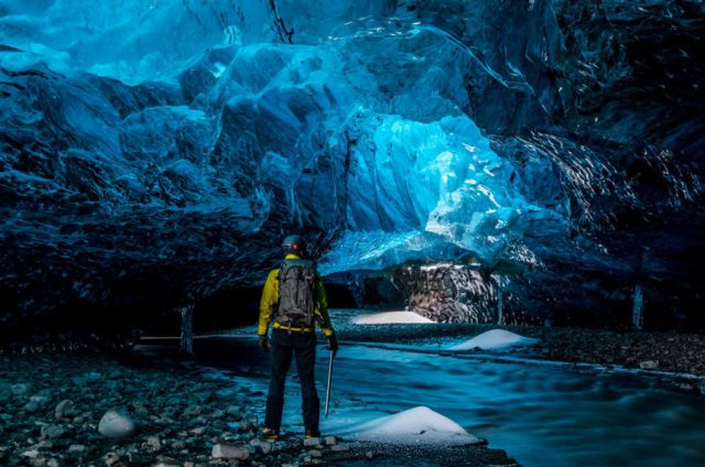 Crystal Cave, Islândia