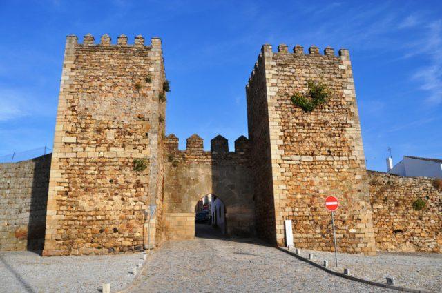 Fortaleza e muralha pré-românica