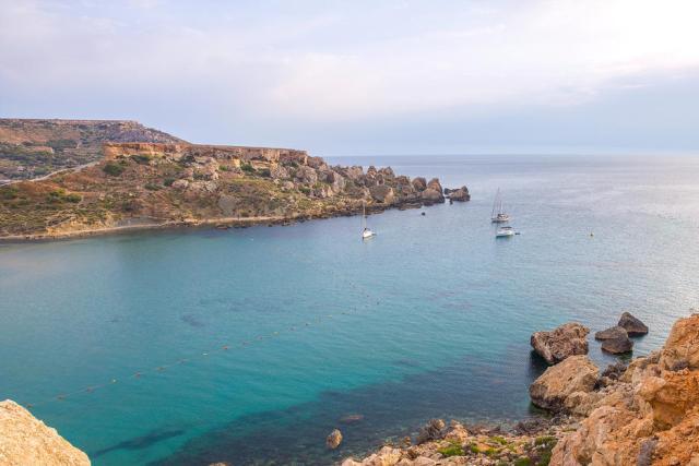 Baía de Ghajn Tuffieha (Malta)