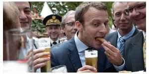 Macron entrain de boire de l'alcool