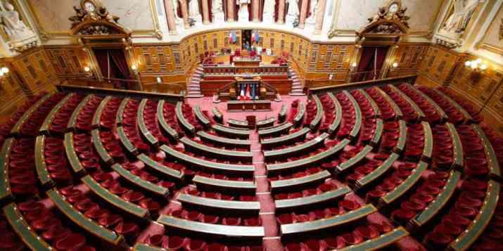 La droite sénatoriale contredit Élisabeth Borne sur les licenciements