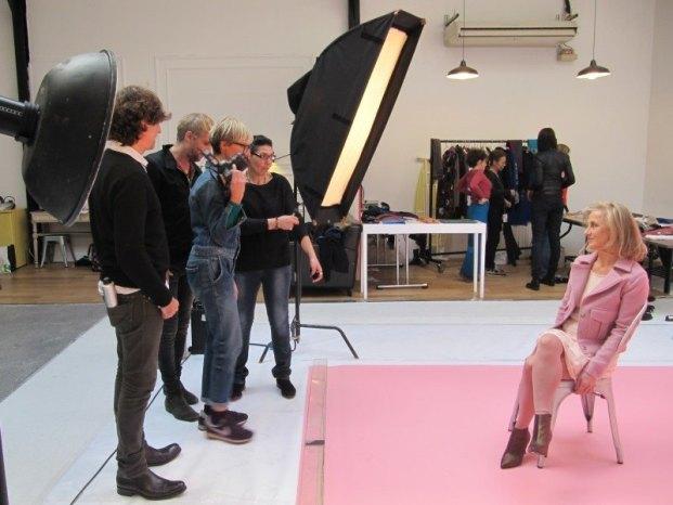 Pascale pose pour la séance photo relooking couleurs