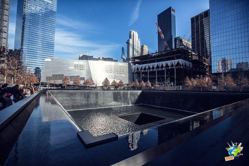 Le memorial du 11 septembre est un lieu a faire à New-York. Difficile de décrire à quel point il est impressionnant.