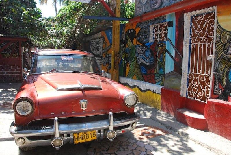 Rafistolée, la voiture cubaine vous plonge dans le passé