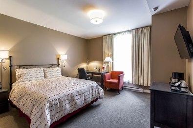 Montreal-Auberge-de-La-Fontaine-chambre