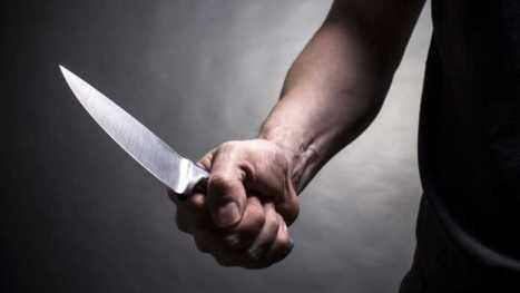 Resultado de imagem para homem com faca na mão