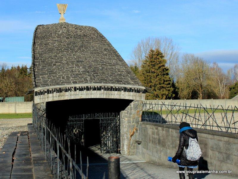 Entrada para memorial judaico no campo de Dachau