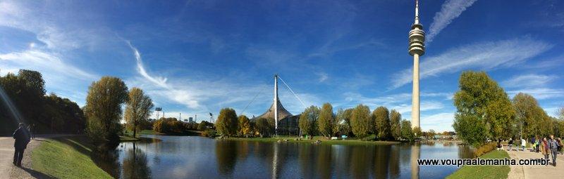 Lago do Parque Olímpico de Munique com a Olympiaturm