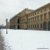 O Palácio Residenz de Munique com a entrada branquinha