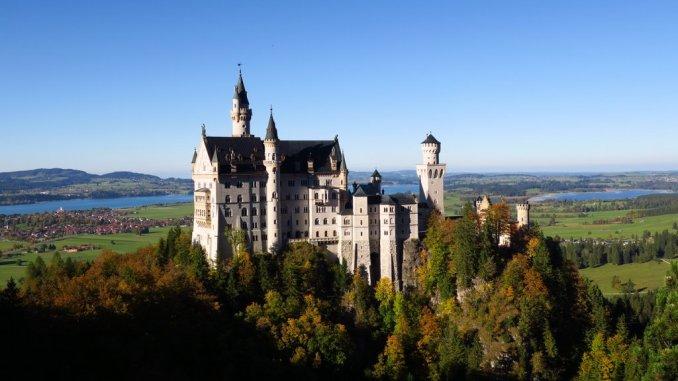 O Castelo Neuschwanstein visto da Ponte de Maria