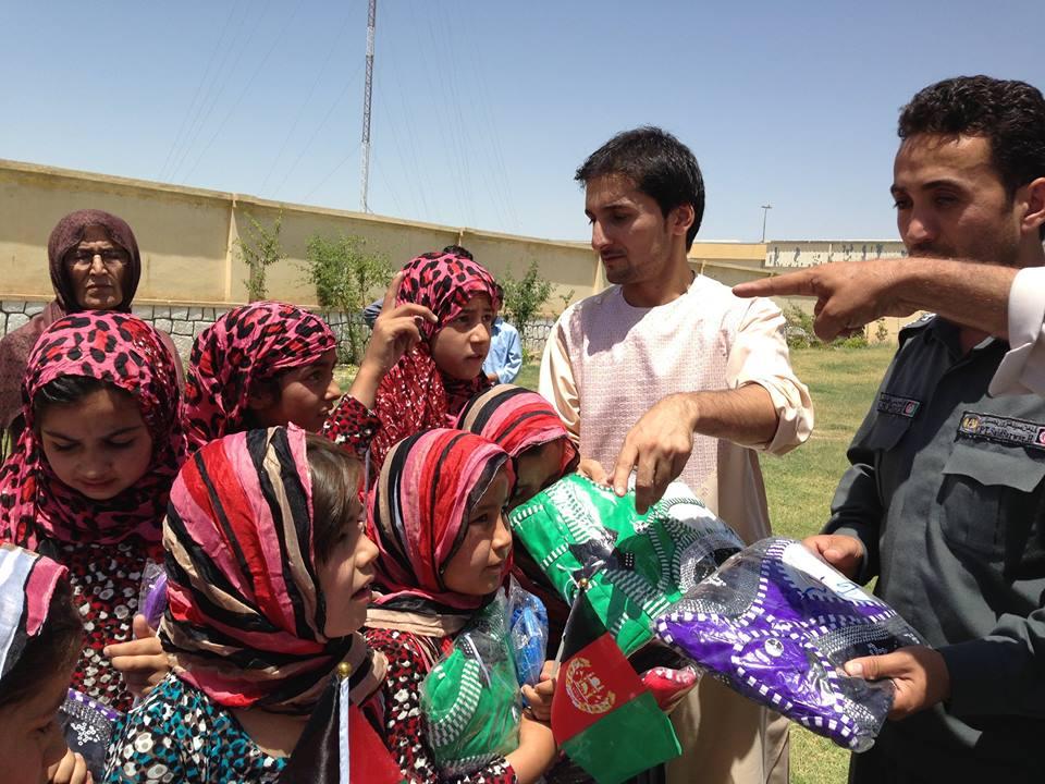 2014-07-kdz-zabi distributing gifts for eid